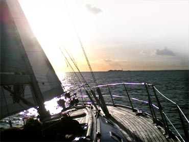 sailing sunset picture